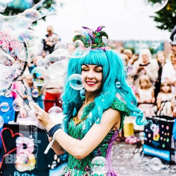 BIG PARTY: bērnu animātors, burbuļu šovs / аниматор детский, шоу мыльных пузырей